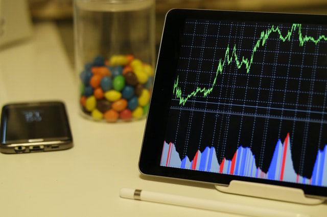 Plusy i minusy inwestowania na giełdzie