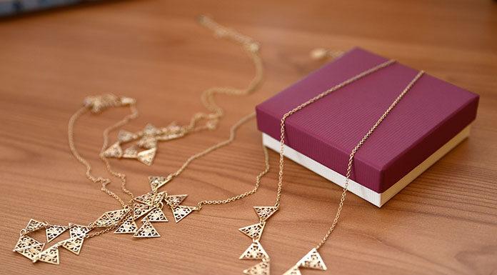Biżuteria eleganckiej kobiety