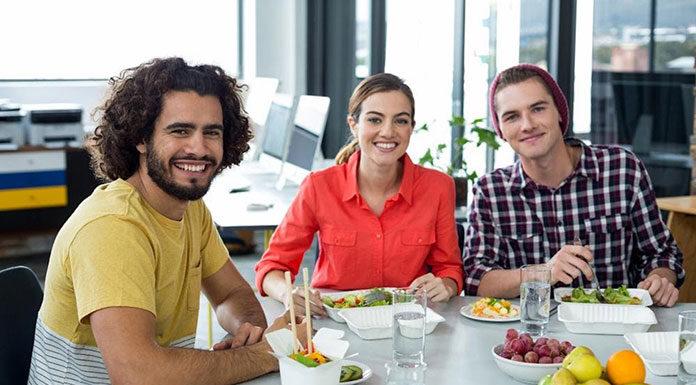 Świeże owoce i warzywa z dostawą do biura – poznaj ten benefit i jego zalety!